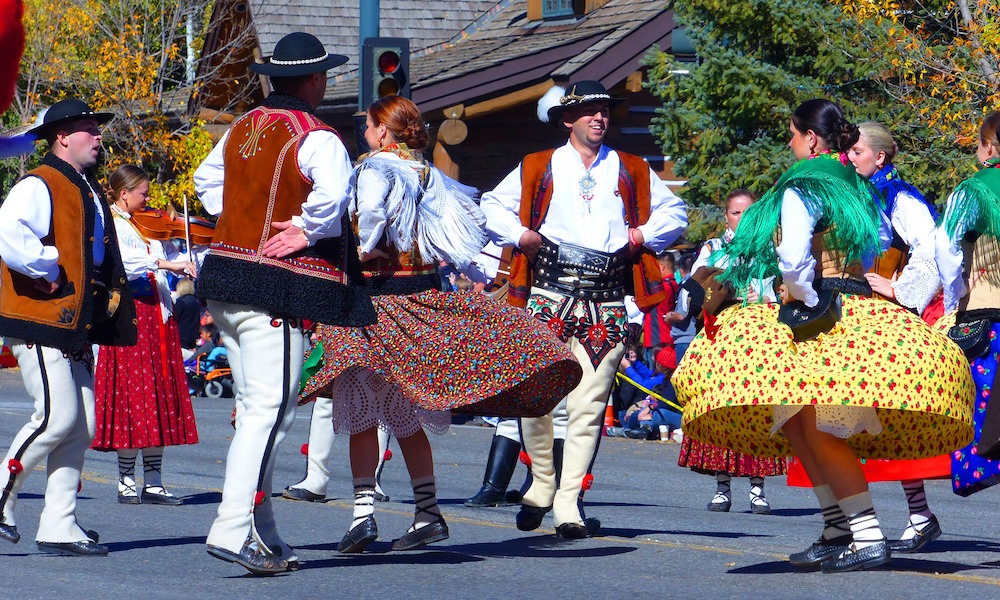 parade-polish-highlanders-dance-credit-carol-waller-2014