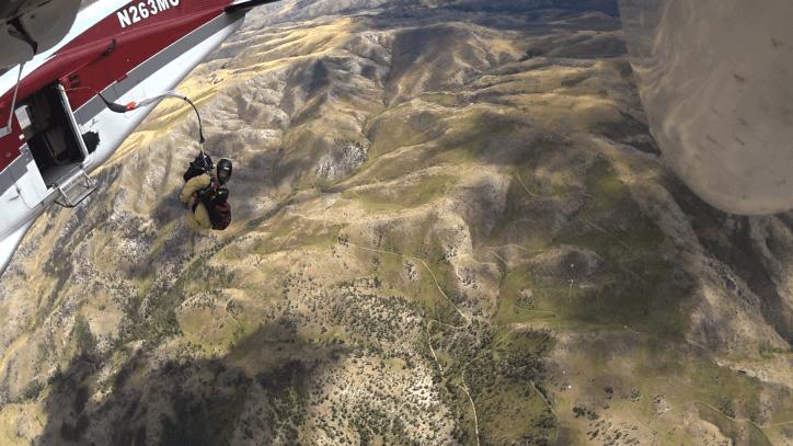 Smoke-Jumpers-Plane-Jumping