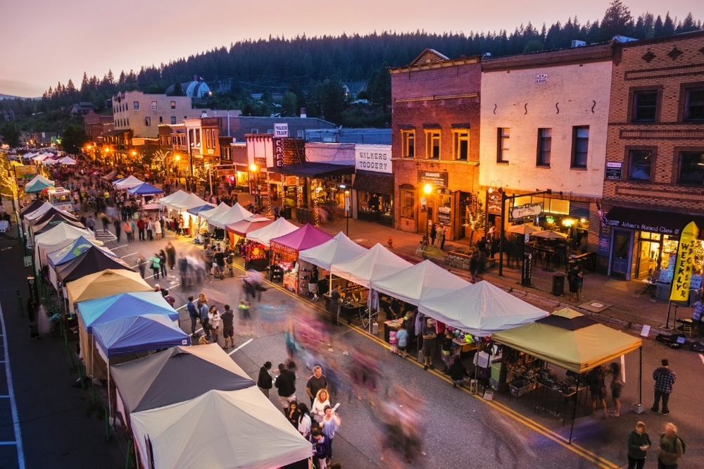 Truckee, California travel guide, stay, eat, drink, play, shop, do